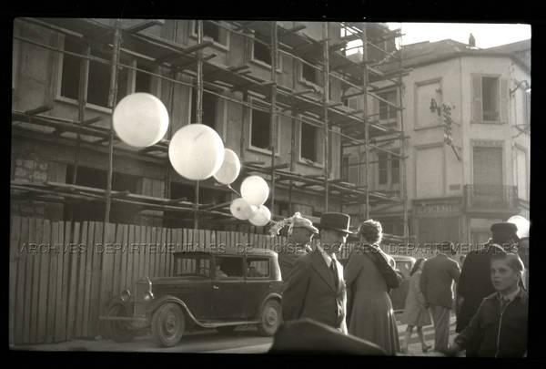 """Fête foraine – Fête Jeanne Hachette 1948 - Ballons"""
