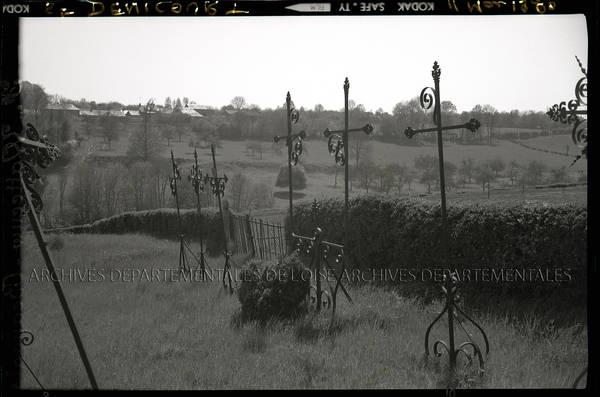 """""""Croix de Saint-Deniscourt (très délabrées – classées mais non protégées de la rouille) – 2 plaques 1892-1897 restées"""""""