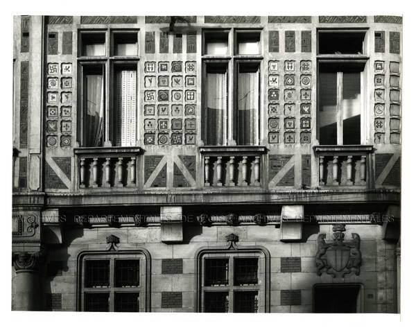 """""""Beauvais, hôtel des postes côté rue Gambetta, décoration avec des carreaux de Gréber"""""""