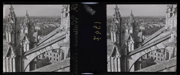Cathédrale : Arcs-boutants et nord-ouest de la ville
