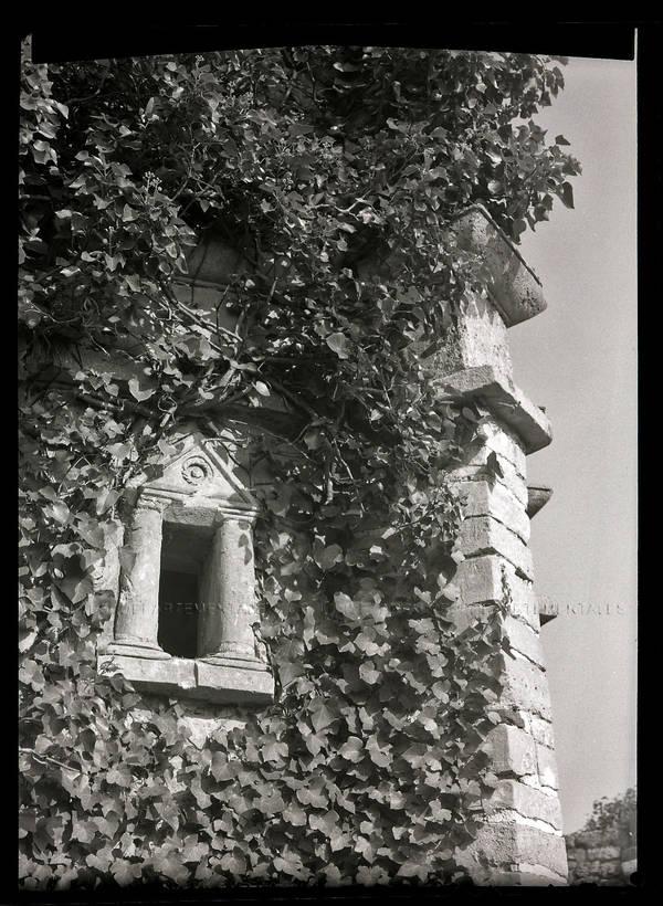 """""""Hermes (Oise) Ratumagus (en ruines) – Cippe funéraire (dans la tour)"""""""""""
