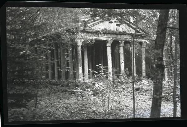 """""""Bois de Crillon : Temple de Lapérouse en bois"""""""