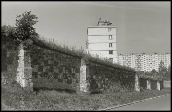 """""""Mur, cimetière Saint-Lucien et presbytère"""""""