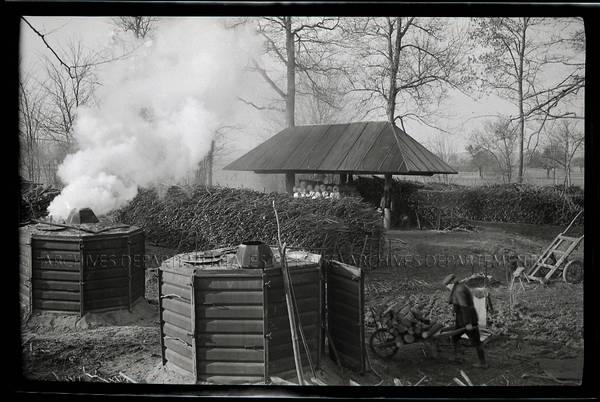 """""""Rome près Savignies – Début 1944 – Fabrication du charbon de bois pour gazogènes d'automobiles"""""""